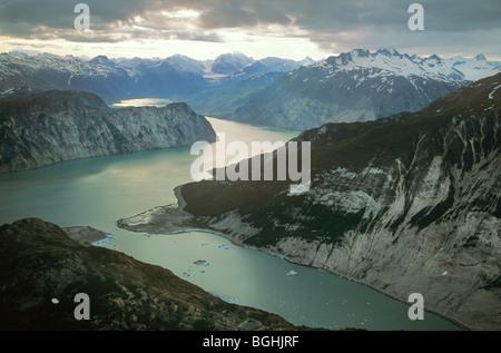 Luftaufnahme des oberen Muir Einlass an McBride Gletscherlagune, Glacier Bay Nationalpark, Alaska, USA - Stockfoto