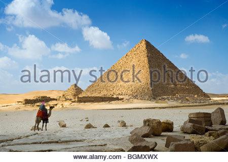 Guide auf dem Kamel in der Pyramide des Menkaure, Giza, Kairo, Ägypten. - Stockfoto