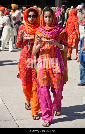 Jährliche Frühjahr Vaisakhi Parade in Toronto, die Sikh Kultur feiern - Stockfoto