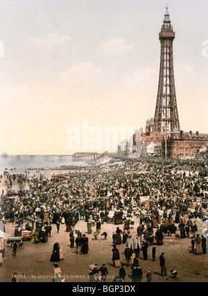 Historischen Photochrome Farbe drucken um 1894-1900 der Blackpool Tower und verpackten Strand. - Stockfoto