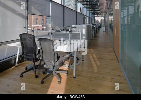 UCL Krebsinstitut: Paul O' Gorman Gebäude.  Bereich (Büro) mit Glastüren Laboratorien aufzuschreiben. - Stockfoto