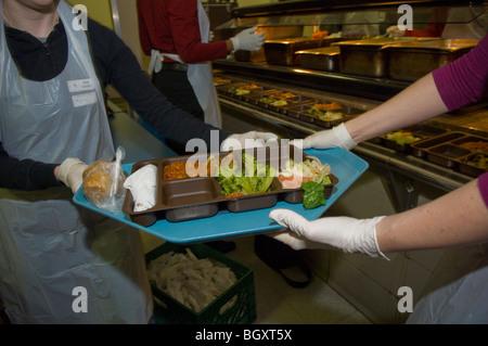 Freiwillige Mittagessen Sonntag an der St. Francis Xavier Mission ...