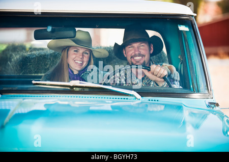 Paar in LKW - Stockfoto