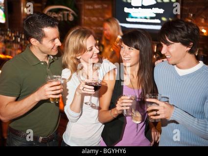 Freunde von Bar - Stockfoto