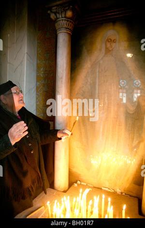 Frau mit die Erscheinung der Jungfrau Maria, Kirche der Erscheinung in Kairo, Ägypten - Stockfoto
