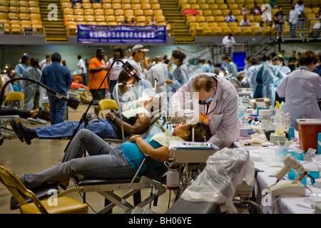 Bedürftige Menschen erhalten kostenlose zahnärztliche Versorgung in Inglewood, Kalifornien. Viele Patienten in der - Stockfoto