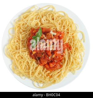 Vertikale Regelklappe aus Spaghetti al Pomodoro - Spaghetti mit Tomaten und Gemüse-Sauce, garniert mit geriebenem - Stockfoto