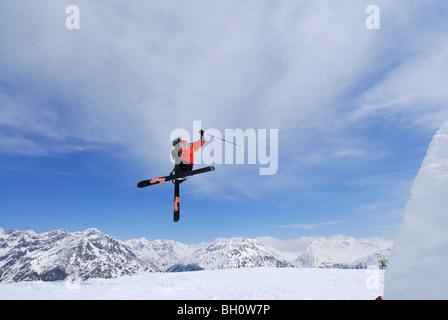 Skifahrer Freeriden, Skigebiet Sölden, Ötztal, Tirol, Österreich - Stockfoto