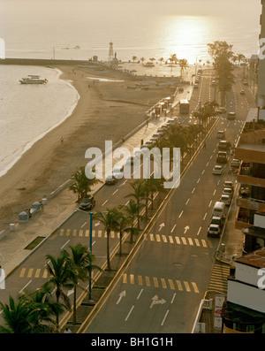 Blick auf die verlassenen Promenade Playa Villa del Mar bei Sonnenaufgang, Veracruz, Veracruz Provinz, Mexiko, Amerika - Stockfoto