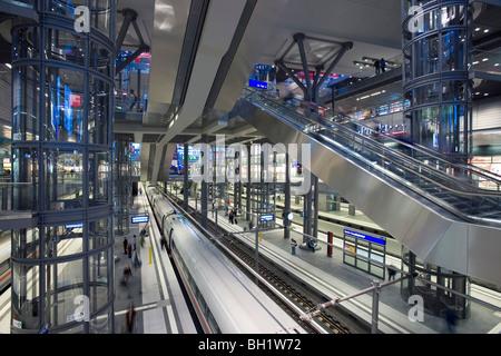 Am Hauptbahnhof, Berliner Hauptbahnhof, die neue Build-Station im staatlichen Bereich, Berlin, Deutschland, Europa - Stockfoto