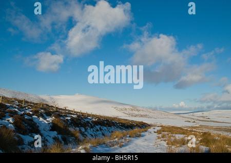 dh Naversdale ORPHIR ORKNEY Schnee bedeckten Moor Schnee blockiert Straße - Stockfoto
