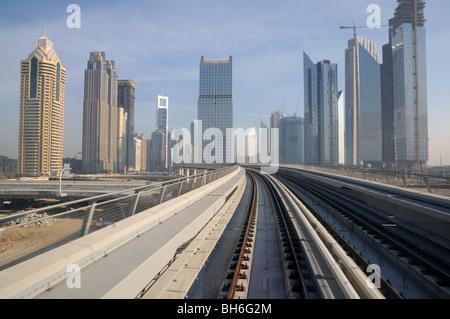 U-Bahn-Gleise in Dubai, Vereinigte Arabische Emirate - Stockfoto