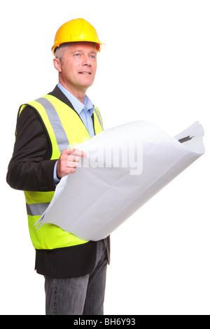 Bauunternehmer tragen von Sicherheitskleidung halten einige Blaupausen, isoliert auf einem weißen Hintergrund. - Stockfoto