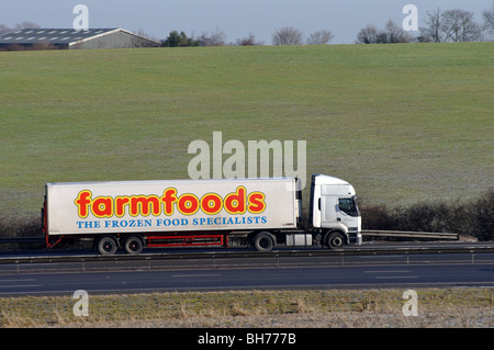 Farmfoods LKW auf Autobahn M40, Warwickshire, UK - Stockfoto