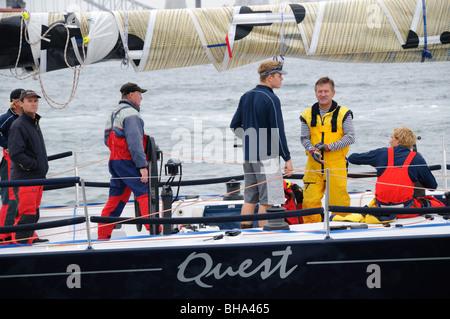 SYDNEY, Australien - Sydney, Australien - Quest zu Beginn des Jahres 2009 Rolex Sydney Hobart Yacht Race im Hafen von Sydney. Von Bob Stahl mit Skipper, Quest kamen 16 in der gesamten Linie Ehren.