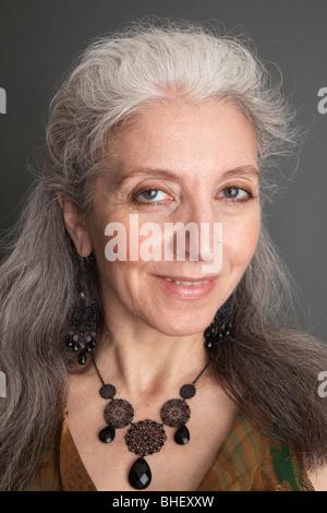 Ältere frauen suchen männer mittleren alters