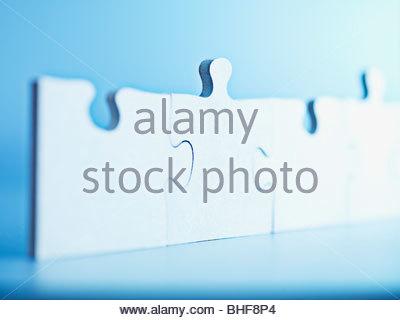 Jigsaw Puzzle-Teile stehen am Ende - Stockfoto