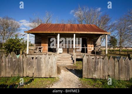Slave-Kabine auf Laura Plantation, River Road, nördlich von New Orleans, Louisiana, Heimat des Brer Kaninchen Geschichten - Stockfoto