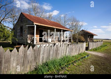 Slave-Kabinen auf Laura Plantation, River Road, nördlich von New Orleans, Louisiana, Heimat des Brer Kaninchen Geschichten - Stockfoto