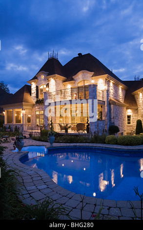 Haus mit pool - Stockfoto