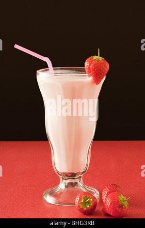 Erdbeer-Milchshake - Stockfoto