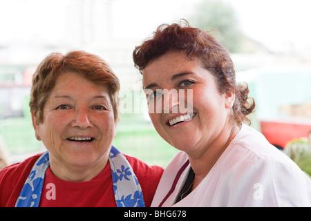 Zwei weibliche Markthändler - Stockfoto