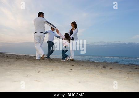 Familie am Strand. - Stockfoto