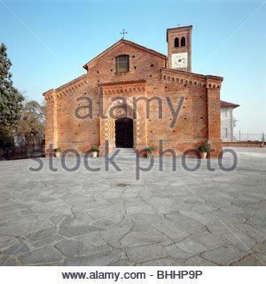 Kirche von Santa Maria di Viatosto, in der Nähe von Asti, Piemont, Italien. Künstler: Dario Fusaro - Stockfoto