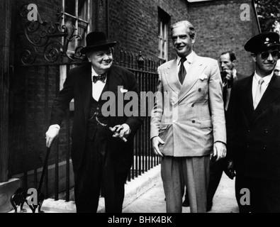 Sir Winston Churchill (1874-1965) und Anthony Eden (1897-1977), c 1955. Artist: Unbekannt - Stockfoto