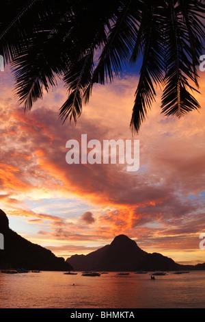 Sonnenuntergang über Cadlao Insel von El Nido; Bacuit Archipels; Palawan; Philippinen - Stockfoto