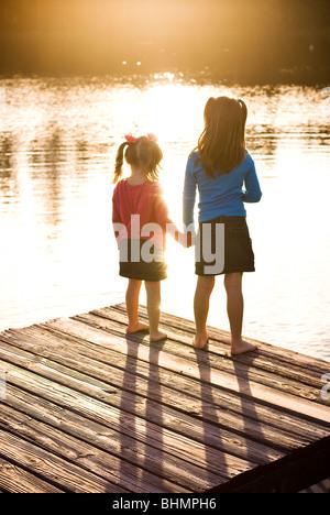 Schwestern Hand in Hand - Stockfoto