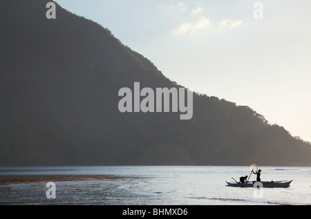Fischer Netz vor Cadlao Insel vorbereiten: El Nido; Bacuit Bay; Palawan; Philippinen - Stockfoto