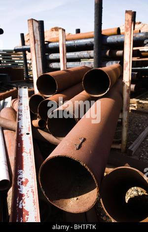 Große gebrauchte Schrott Metallrohre auf Schrottplatz Metall. - Stockfoto