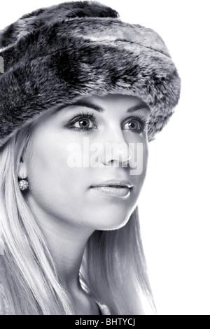 Schwarz-weiß-Bilder einer Frau trägt eine Pelzmütze - Stockfoto