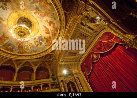 Innenraum des Opernhauses erbaut im Neo-Renaissance-Stil, Budapest, Ungarn - Stockfoto