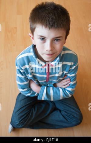 Ein MODEL Release Bild eines 10 Jahre alten Jungen in Großbritannien - Stockfoto
