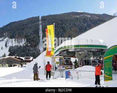 Hochwurzen Basic Jet Skilift zwischen Planai und den Link nach Rohrmoos Steirmark Österreich - Stockfoto