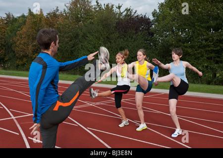 3 weibliche Athleten und trainer - Stockfoto