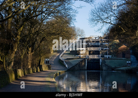 Bingley fünf-Rise sperrt, eine berühmte Funktion am Leeds-Liverpool-Kanal in Bingley in West Yorkshire - Stockfoto