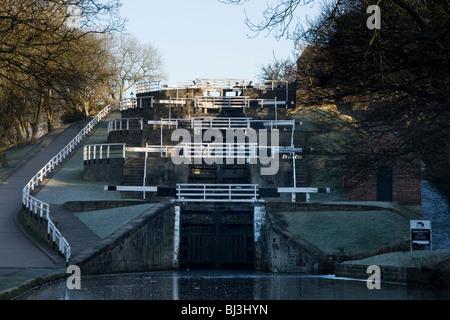 Bingley fünf-Rise sperrt, eine berühmte Funktion am Leeds-Liverpool-Kanal in Bingley in West Yorkshire - Stockfoto