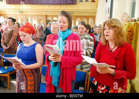 Frauen singen Hymnen während der Frauen Tag des Gebets, Petersfield, Hampshire, UK. - Stockfoto