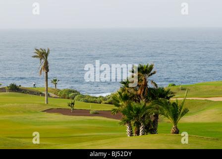 Spanien, Kanarische Inseln, Teneriffa Buenavista del Norte, Golfplatz am Meer - Stockfoto