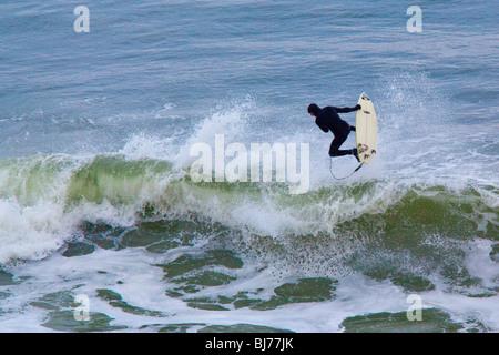 Surfen von Montauk auf Long Island, New York - Stockfoto