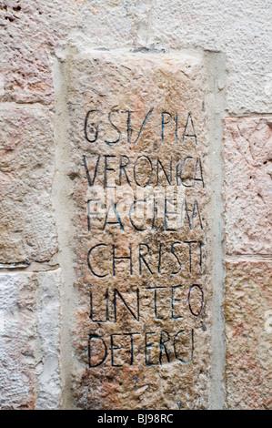 Altstadt von Jerusalem, Israel, 6. Station der Via Dolorosa Veronika wischt das Antlitz Jesu - Stockfoto