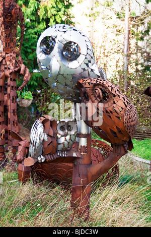 Eulen Metall-Skulpturen - Stockfoto