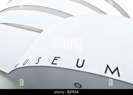 Studie des Guggenheim-Museums von 5th Avenue in New York City - September 2009 in der Nähe - Stockfoto