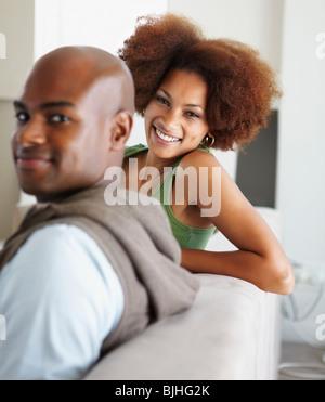 Paar auf couch - Stockfoto