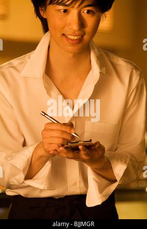 Kellner die Bestellung des Kunden - Stockfoto
