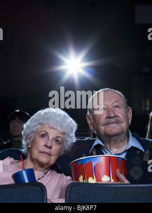Mann und Frau Film mit popcorn - Stockfoto