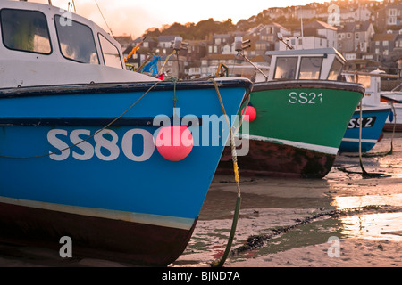 Boote in St Ives Hafen Cornwall - Stockfoto